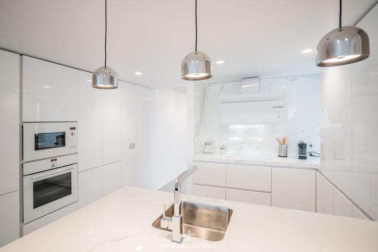 Cocina en blanco brillo Francisco Pomares Arquitecto / Architect Cocinas integrales Blanco