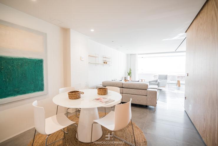 Comedor abierto al salón y a la cocina Francisco Pomares Arquitecto / Architect Comedores de estilo moderno Blanco