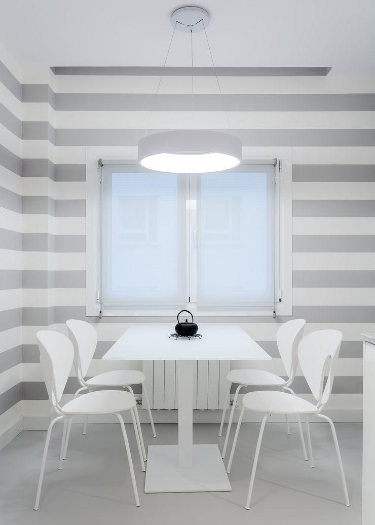 DIADE Gestión de obras y Proyectos Dining roomAccessories & decoration White