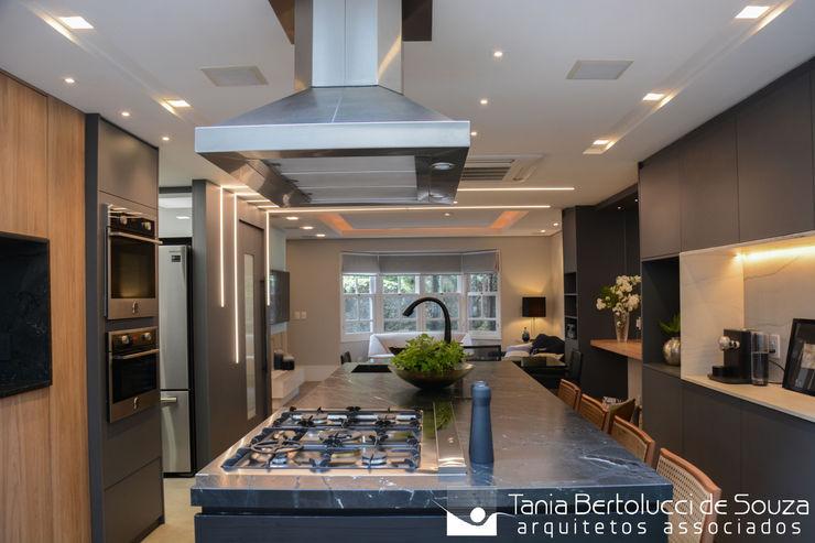 Tania Bertolucci de Souza | Arquitetos Associados Cozinhas modernas