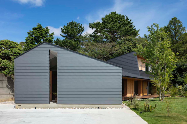 hm+architects 一級建築士事務所 Wooden houses Metal Metallic/Silver