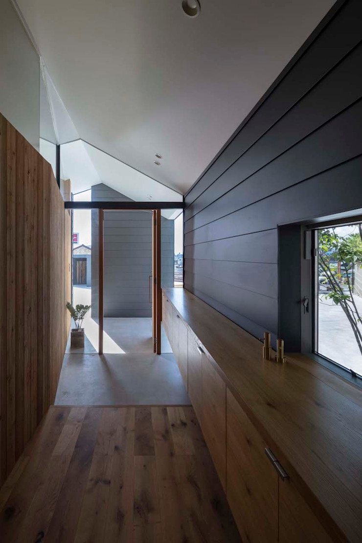 hm+architects 一級建築士事務所 Modern Corridor, Hallway and Staircase Metal