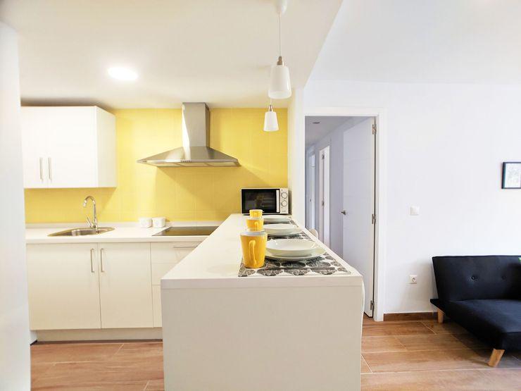 POA Estudio Arquitectura y Reformas en Córdoba Cozinhas minimalistas Cerâmica Amarelo