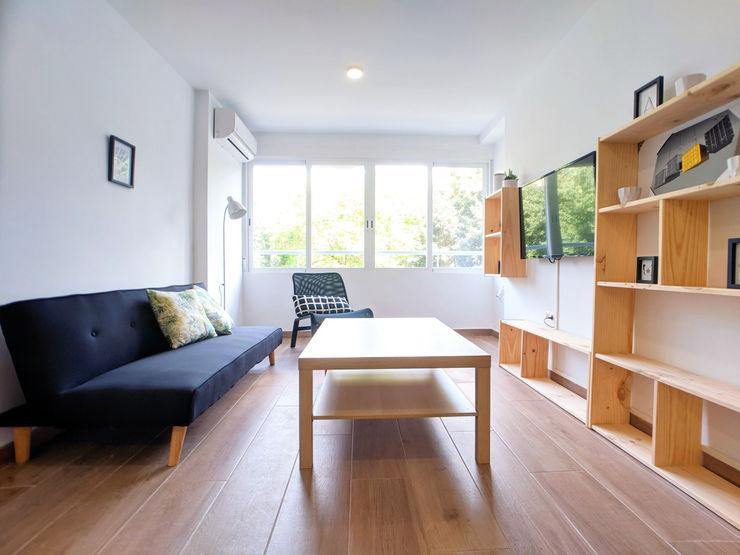 Reforma integral para actualizar una vivienda en el centro de Córdoba POA Estudio Arquitectura y Reformas en Córdoba Salones de estilo minimalista Cerámico Blanco