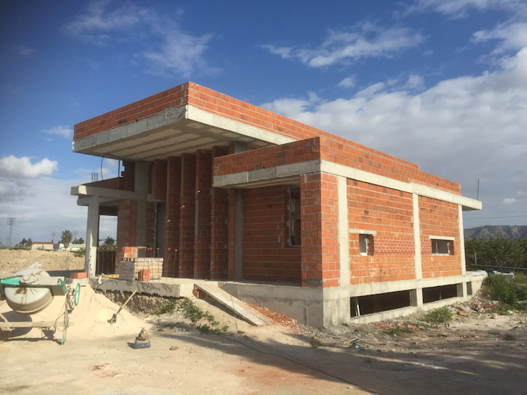 Vivienda Moderna. Fachada NorOeste en obra. DYOV STUDIO Arquitectura, Concepto Passivhaus Mediterraneo 653 77 38 06