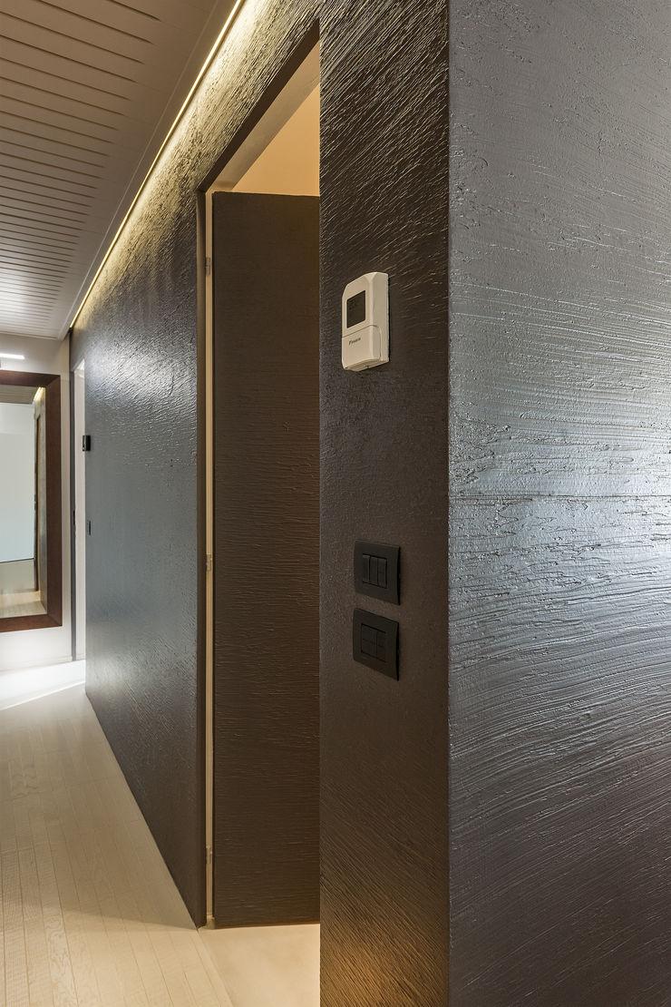 Appartamento privato a Bergamo Resin srl Ingresso, Corridoio & Scale in stile moderno