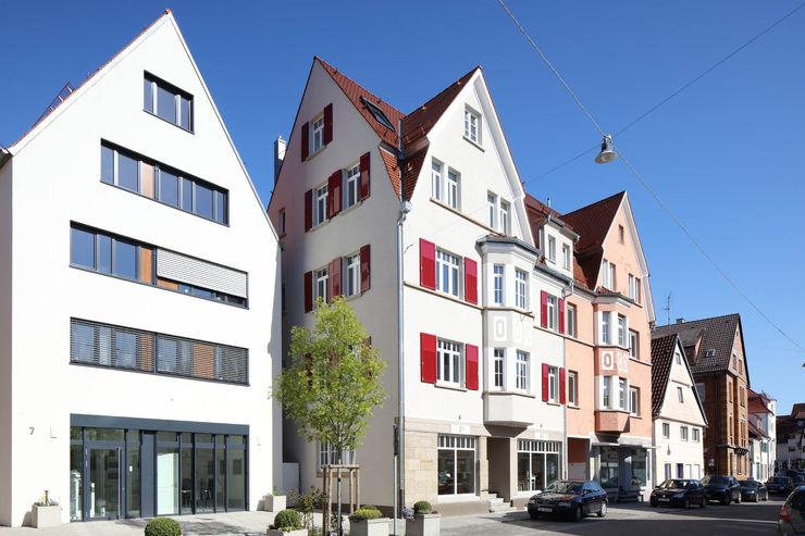 Ansicht Straßenseite Architekturbüro zwo P Mehrfamilienhaus Beige