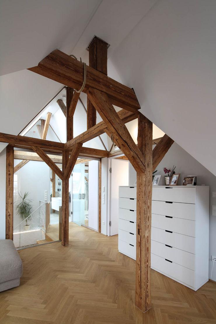 Wohnbereich Architekturbüro zwo P Moderne Wohnzimmer Holz Braun