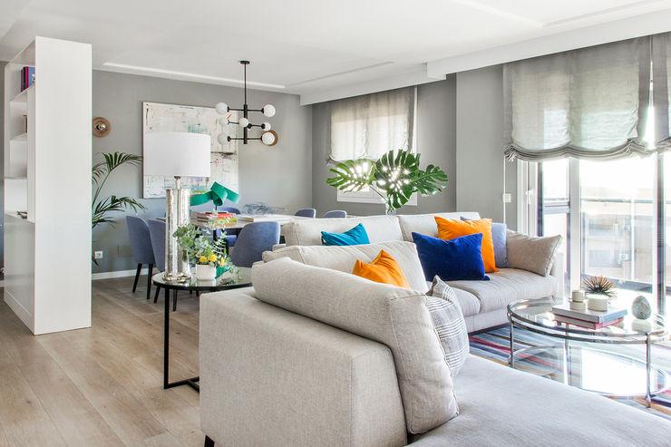 Reforma y Amueblamiento en vivienda piso en zona La Paz II itta estudio Salones de estilo moderno