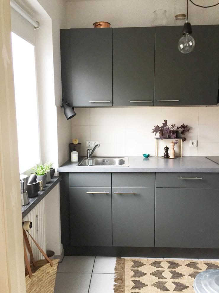 KANOS Design Modern style kitchen Wood-Plastic Composite Grey
