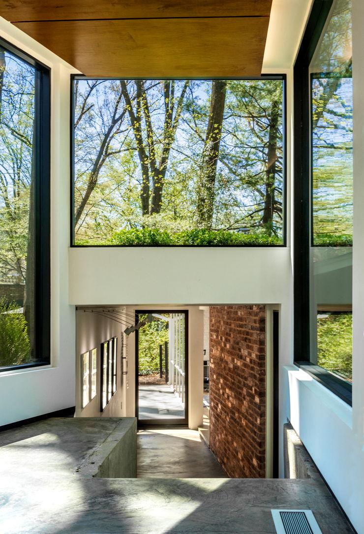 KUBE architecture Moderner Flur, Diele & Treppenhaus