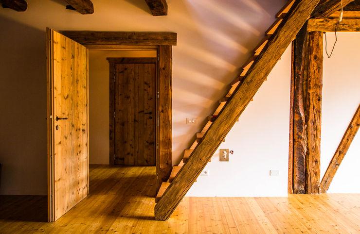 Ristrutturazione di un antico fienile Monico Impianti Soggiorno rurale Legno Effetto legno