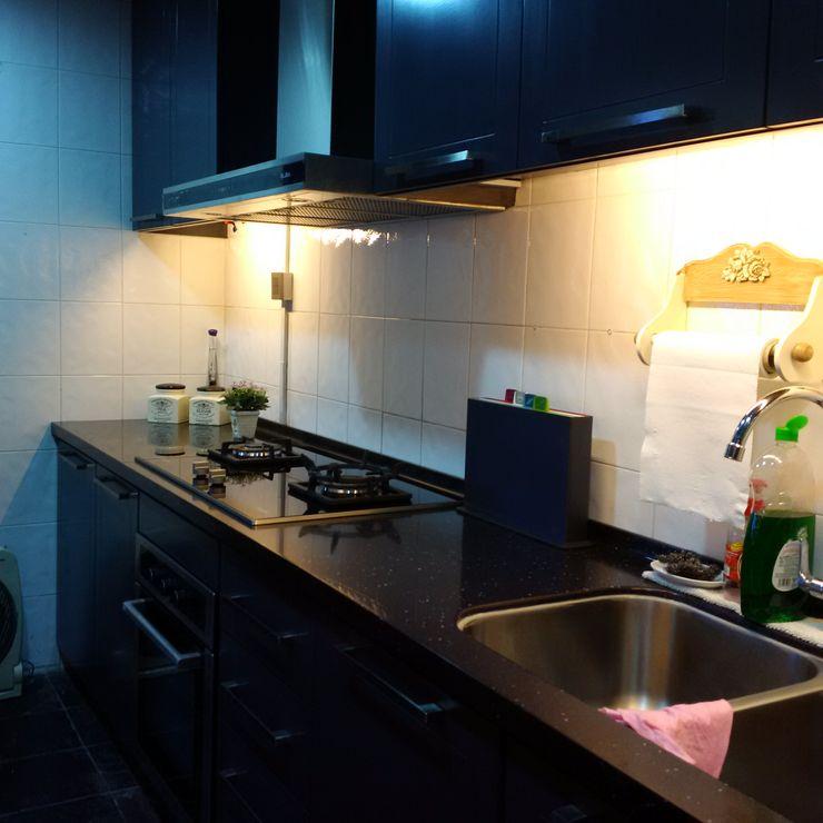 INTERIOR REFURBISHMENT FOR APARTMENT AT TAMAN KUCHAI LAMA, KUALA LUMPUR eL precio Tropical style kitchen