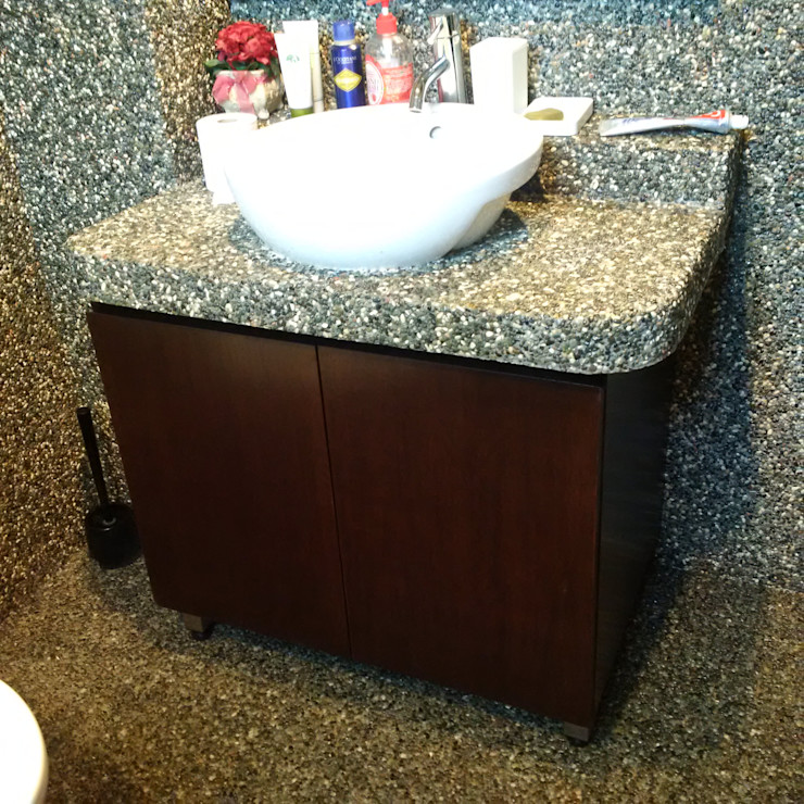 INTERIOR REFURBISHMENT FOR APARTMENT AT TAMAN KUCHAI LAMA, KUALA LUMPUR eL precio Tropical style bathroom