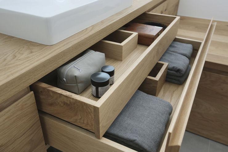 Eva Lorey Innenarchitektur Salle de bain minimaliste Bois Blanc