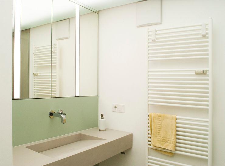 Grosser Waschtisch Dielen Innenarchitekten Moderne Badezimmer