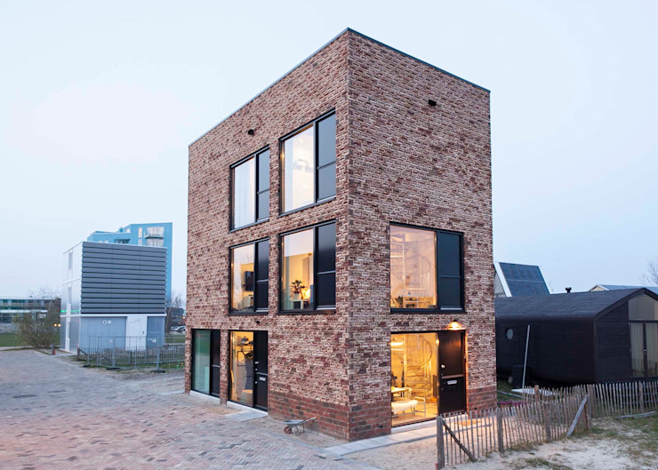 TINY TOWERS HOUSE OF ARCHITECTS Minimalistische huizen