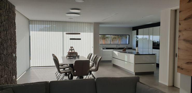 Salon comedor GARLIC arquitectos Salones de estilo mediterráneo