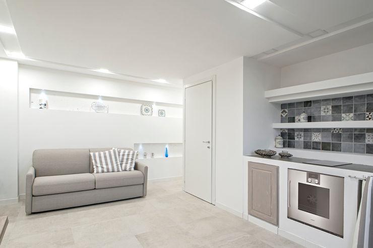 The View Luca Bucciantini Architettura d' interni Soggiorno minimalista Piastrelle Bianco