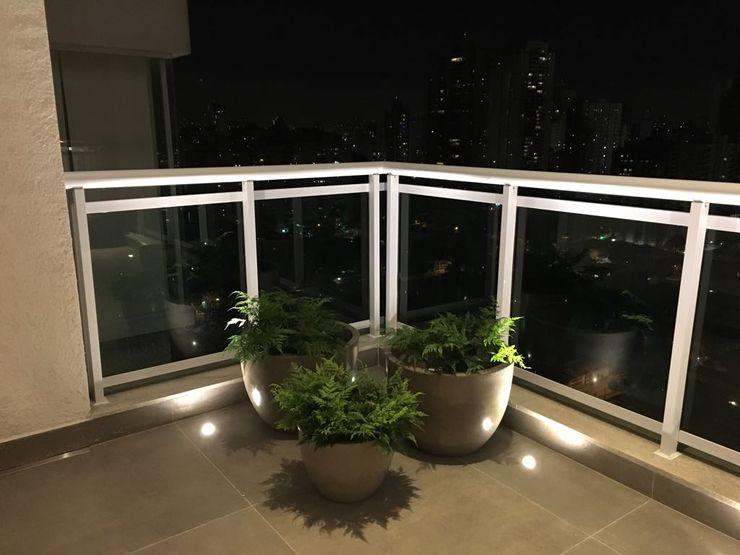 Elaine Hormann Architecture Varanda, alpendre e terraçoIluminação Cobre/Bronze/Latão Metalizado/Prateado