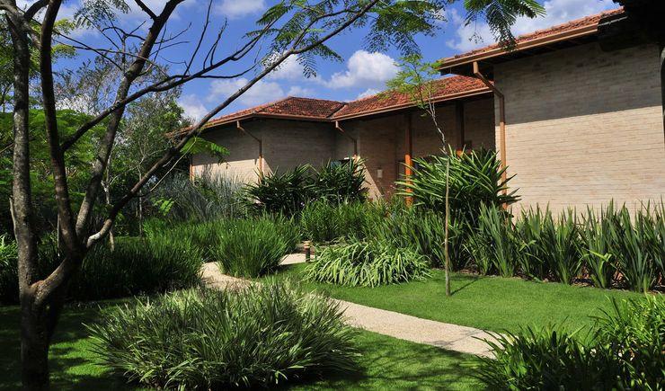 JARDINERIA AL COLOR VERDE 11 creativos Jardines en la fachada Verde