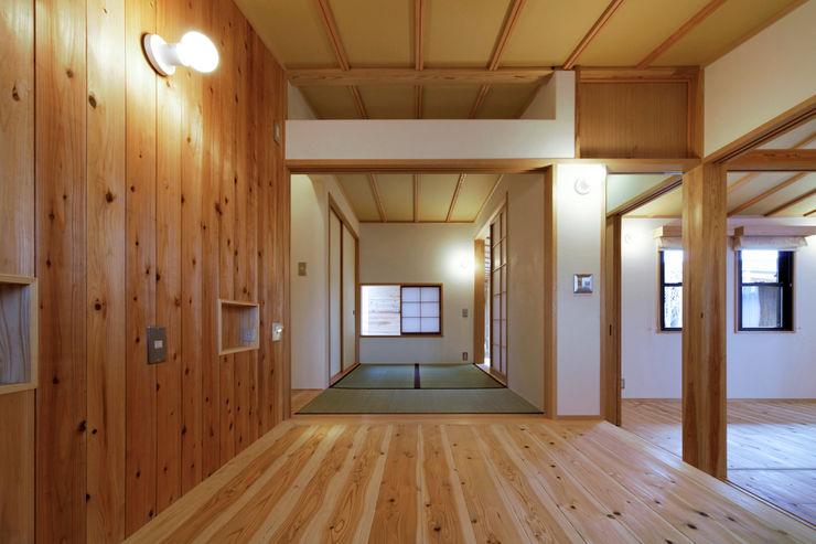山道勉建築 Small bedroom Wood White