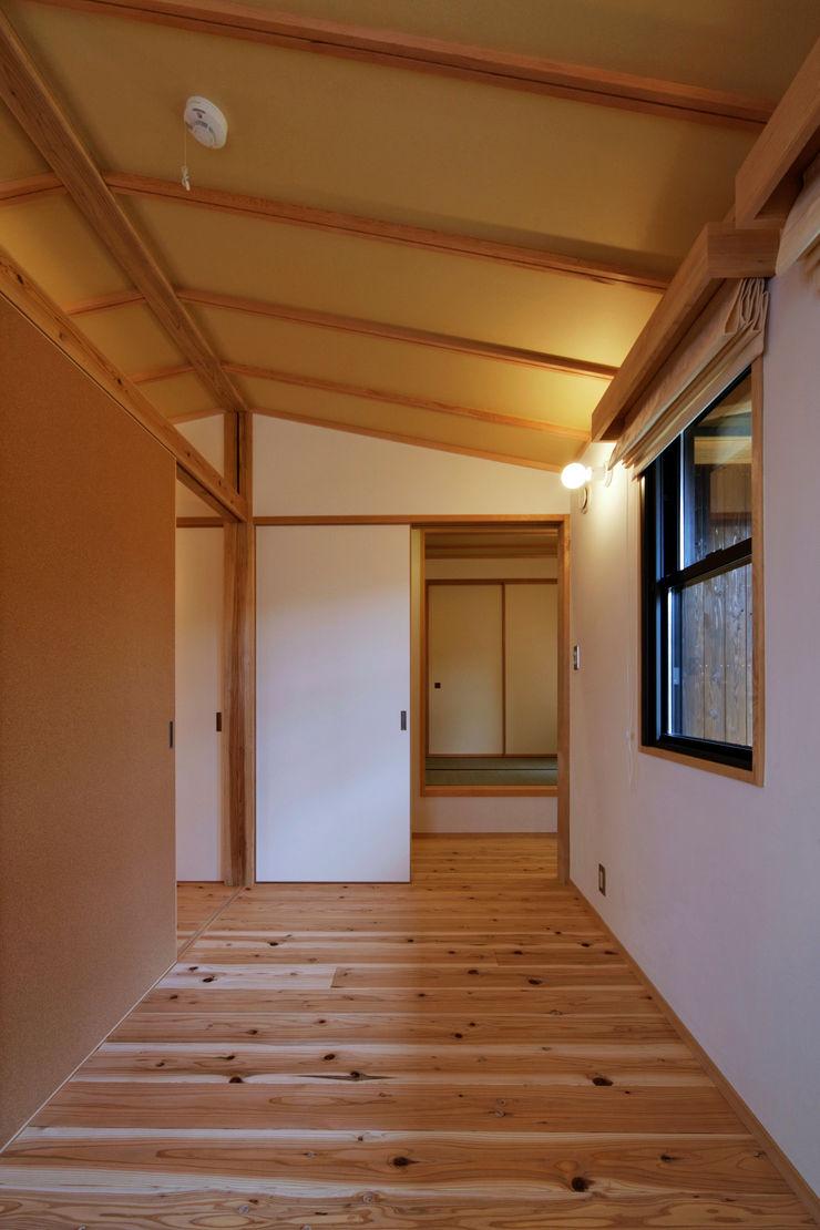 山道勉建築 Teen bedroom Wood White