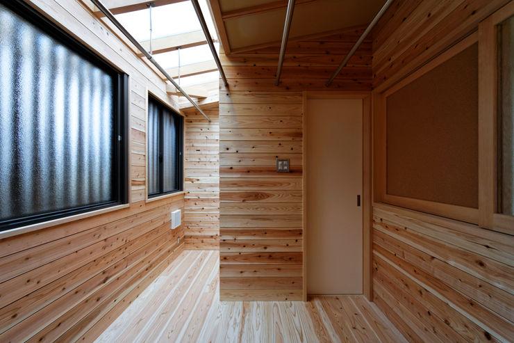 山道勉建築 Scandinavian style conservatory Wood Beige