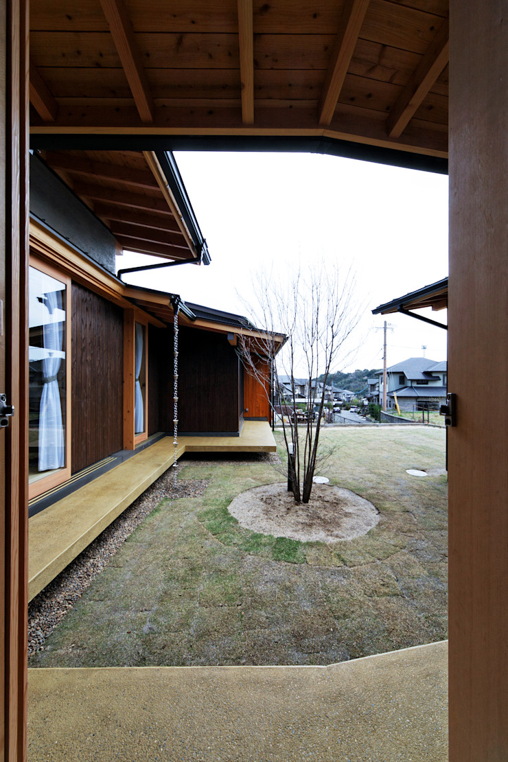 山道勉建築 Scandinavian style gardens Wood Brown