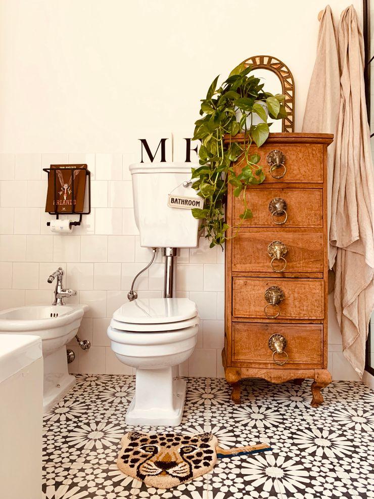 YANN Srl Colonial style bathroom Concrete Black