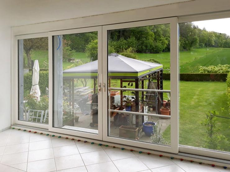 Installazione di 4 porte finestre Finstral FIN-Slide - Interno Finextra Finestre & Porte in stile minimalista