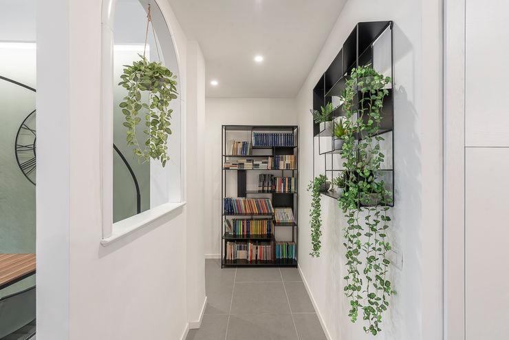 Corridoio Facile Ristrutturare Ingresso, Corridoio & Scale in stile moderno
