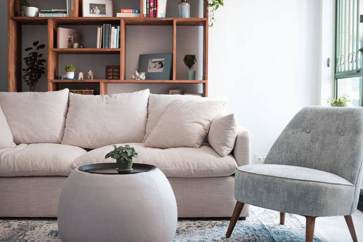 Modern Living Room Area S.Lo Studio Modern living room Wood Multicolored