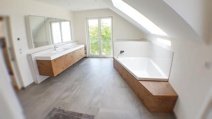 Hammer & Margrander Interior GmbH Modern bathroom Wood effect