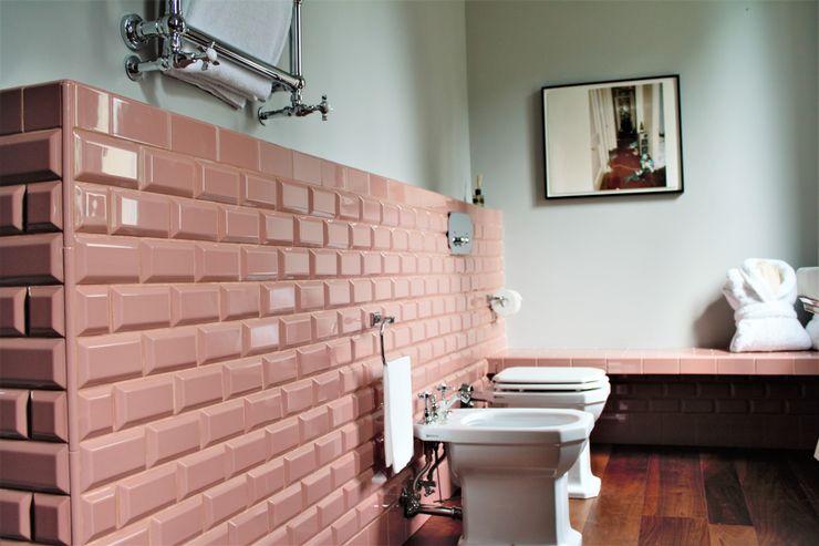 ATTICA sas Baños de estilo clásico Cerámico Rosa