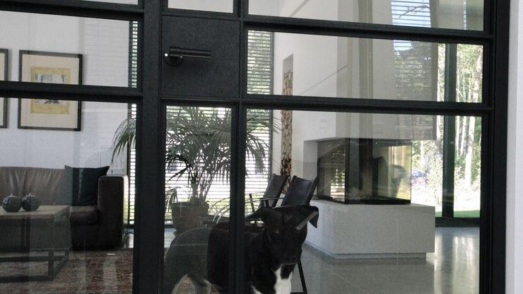ddp-architectuur Modern Corridor, Hallway and Staircase Iron/Steel Black