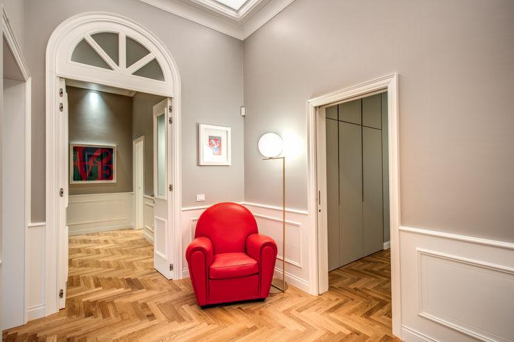 PARIOLI MOB ARCHITECTS Ingresso, Corridoio & Scale in stile moderno