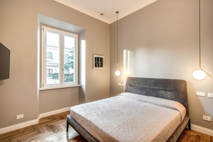 PARIOLI MOB ARCHITECTS Camera da letto moderna