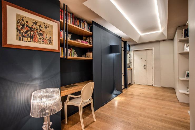 CAVALESE MOB ARCHITECTS Ingresso, Corridoio & Scale in stile moderno