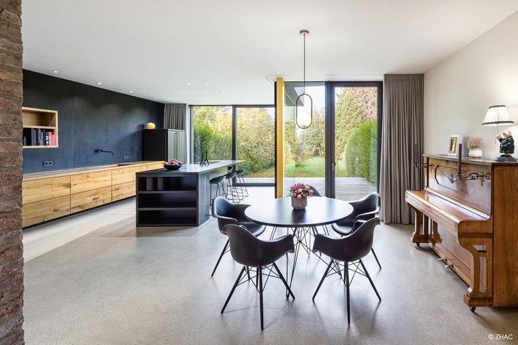 Esszimmer und Küche ZHAC / Zweering Helmus Architektur+Consulting Moderne Esszimmer