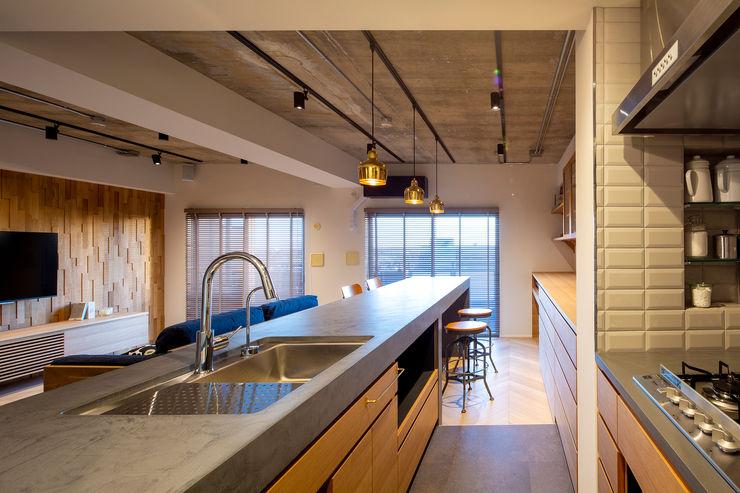 4.5mのモールテックスカウンター イクスデザイン / iks design システムキッチン 木 ピンク