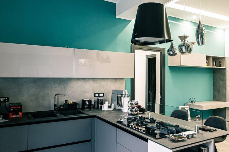 Cucina moderna con penisola Meka Arredamenti Cucina piccola Turchese
