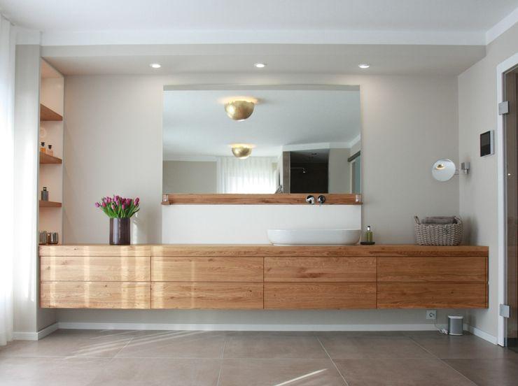 maßgefertiger Waschtisch Holzvisionen GmbH Moderne Badezimmer Holz