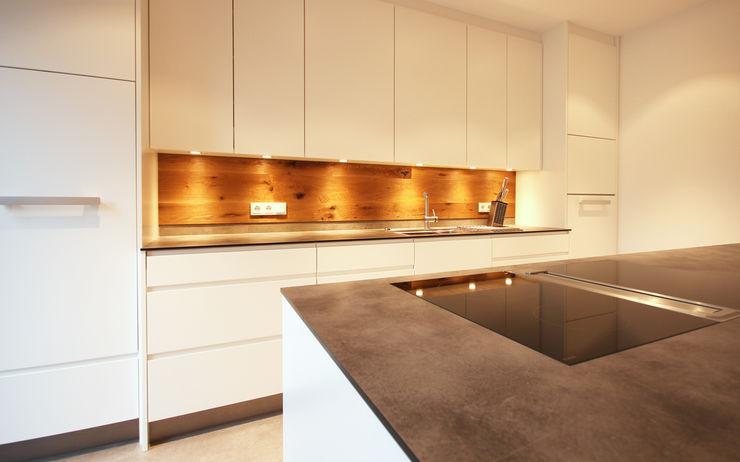 Küchenrückwand aus Holz Beer GmbH Einbauküche Weiß