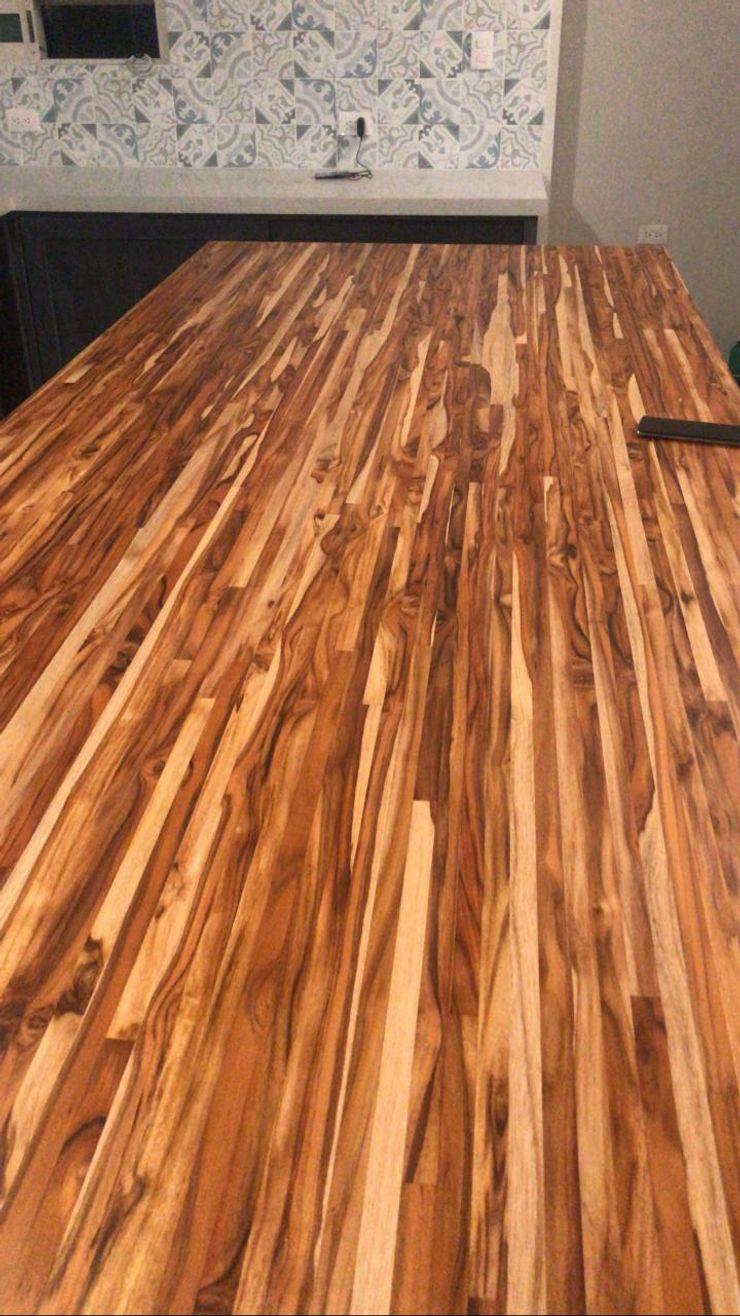 Pisos y Maderas Finas de Queretaro SA de CV Built-in kitchens Wood Amber/Gold