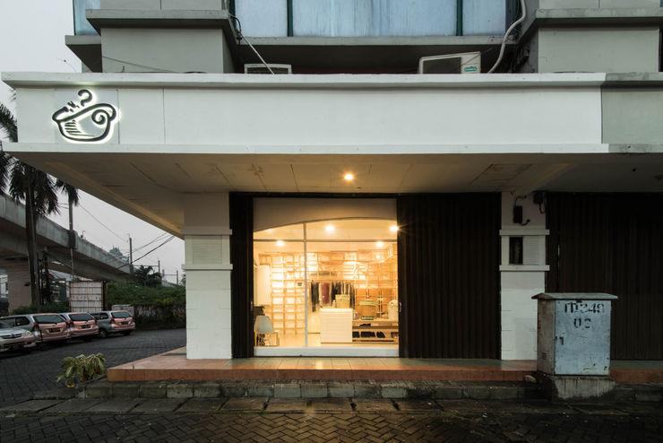 msas desain モダンな商業空間 コンクリート 白色
