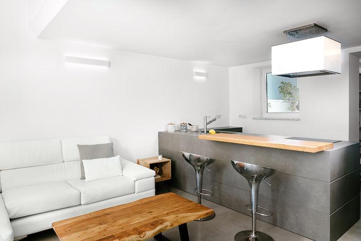 Cucina manuarino architettura design comunicazione Cucina in stile mediterraneo Piastrelle Grigio