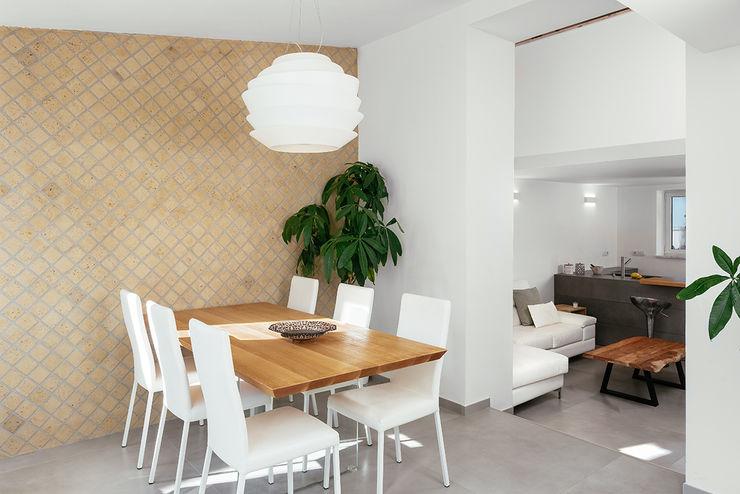 Zona pranzo manuarino architettura design comunicazione Sala da pranzo in stile mediterraneo Pietra Beige