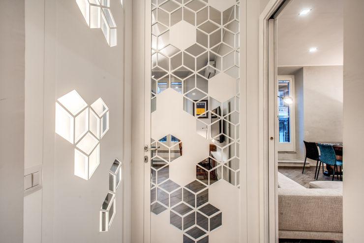 SARDEGNA MOB ARCHITECTS Ingresso, Corridoio & Scale in stile moderno