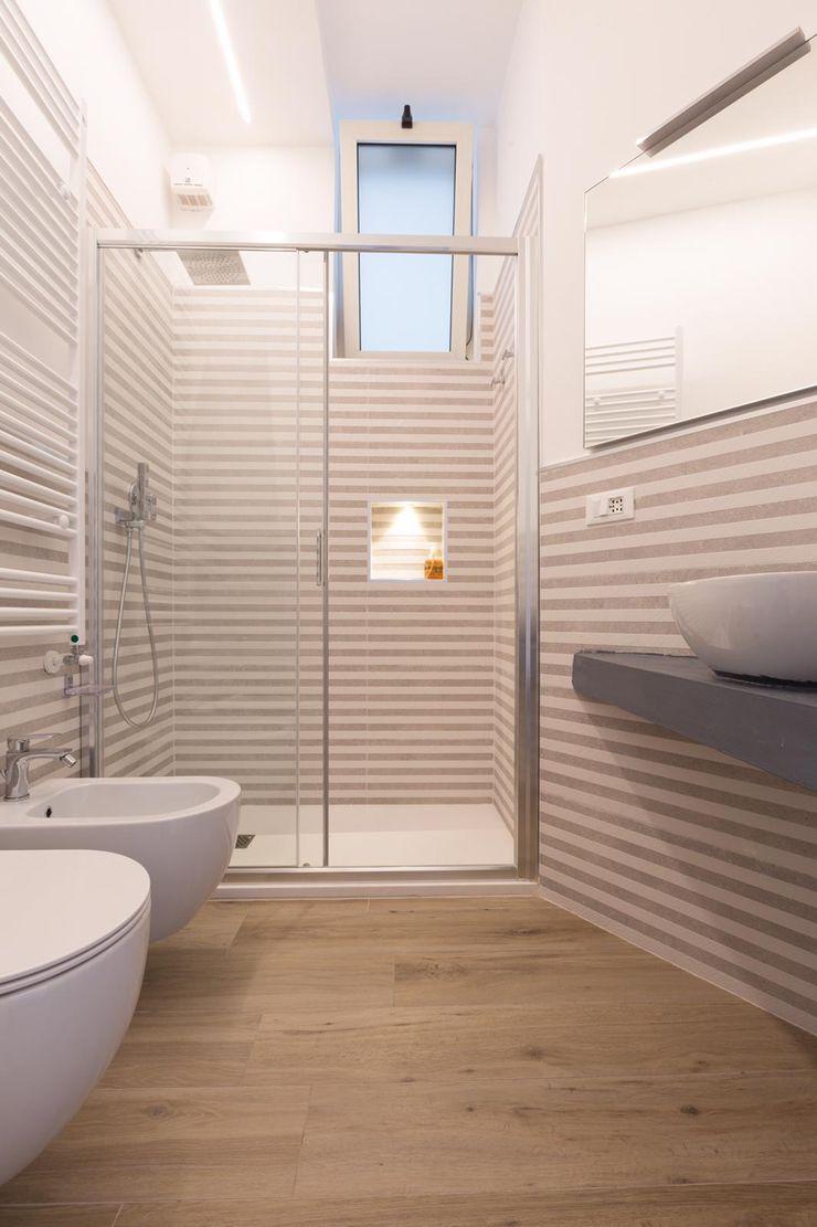 Bagno con doccia LM PROGETTI Bagno moderno